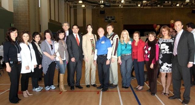 000_committee_with_mayor_and_senator_2011